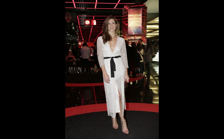 vip-pt-18636-noticia-festa-da-tvi-elegancia-do-branco-e-dos-nudes-na-red-carpet_9